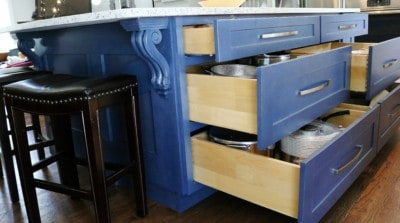 KITCHEN ISLAND WITH CORBEL